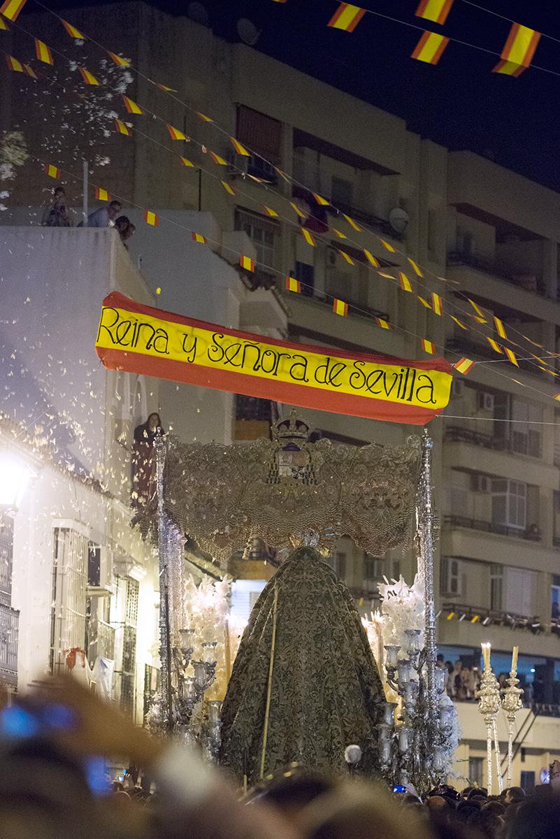 """""""Reina y Señora de Sevilla"""", paso de la Virgen de La Macarena en Calle San Luis, 50 Aniversario Coronación Canónica de la Esperanza Macarena, Sevilla, España, 31 de mayo de 2014."""